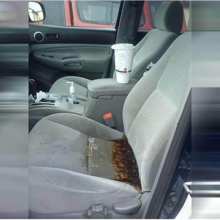 O Assento de Carro Parece Estar com Muita Sede