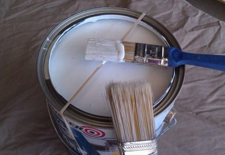 Remueve El Exceso De Pintura Con Unas bandas Elásticas