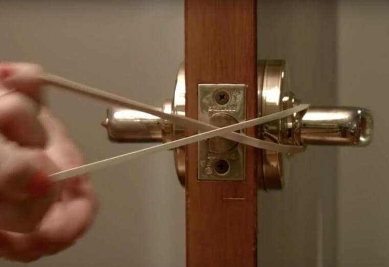 Usa Bandas Elásticas Para Evitar Que Las Puertas Se Golpeen