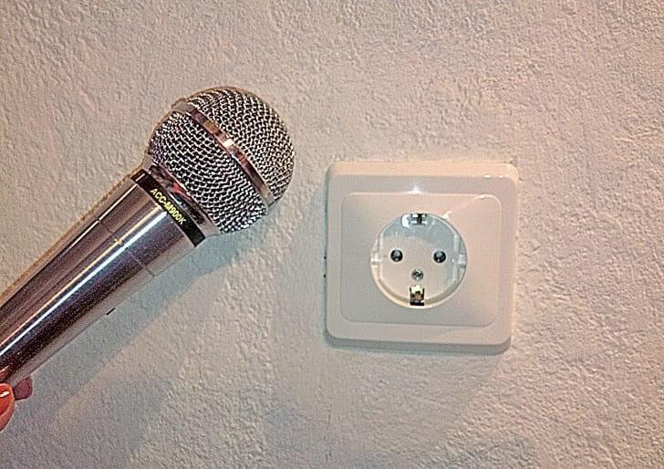 Usa Un Micrófono Para Encontrar Cables Escondidos