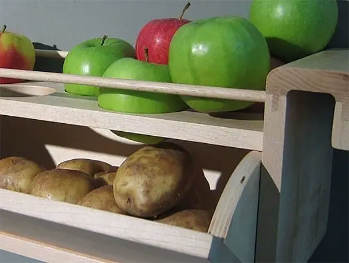 Store Potatoes And Apples Together To Stop Sprouting