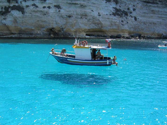 O Novo E Mais Novo Barco Flutuante