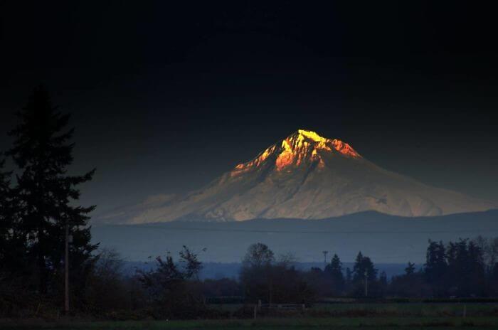 O Pico Dourado Da Montanha É Onde Você Vai Achar Sorte E Fortuna