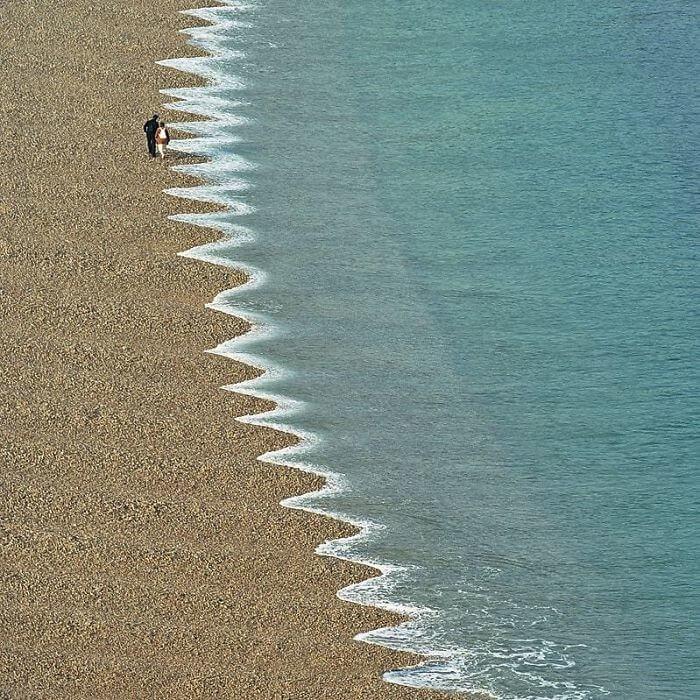 O Mar Está Tentando Comer A Terra