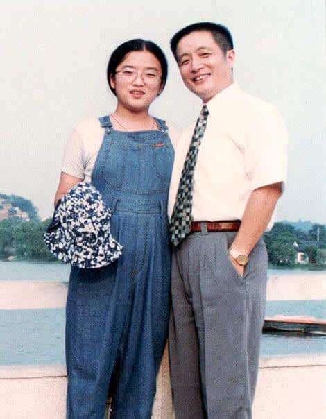 Gracias a Dios No Usó Un Sombrero: 1996