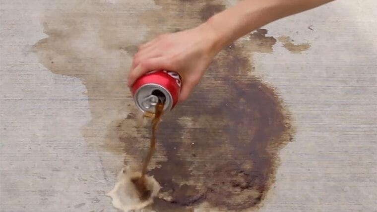 Limpe Manchas De Óleo Com Coca Cola