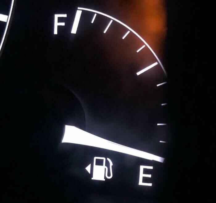 A Seta Do Lado Do Combustível Na Verdade Tem Um Propósito