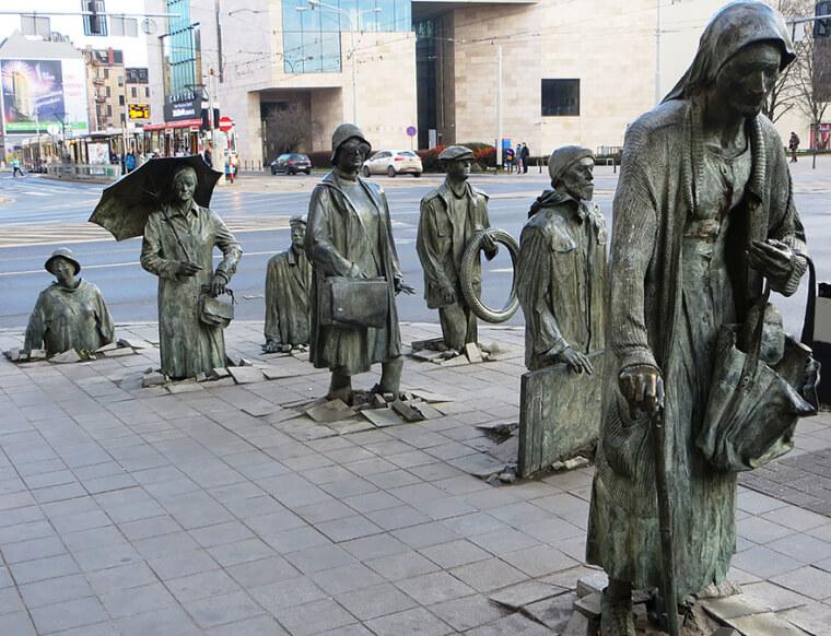 Esculturas Falam Mais Que Mil Palavras