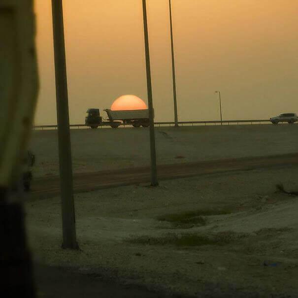 To Φορτηγό Που Κλέβει Τον Ήλιο