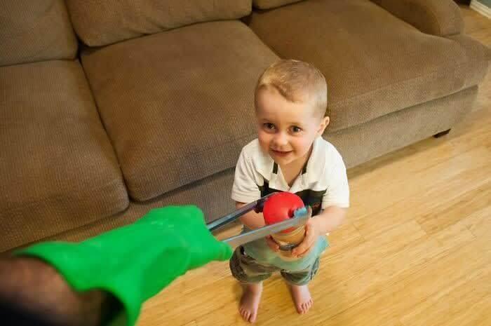 As Crianças São Mestres Escondendo Coisas