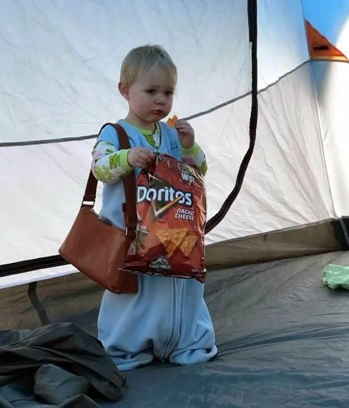 Pequenas Garotas Amam Moda e Comida Não Saudável